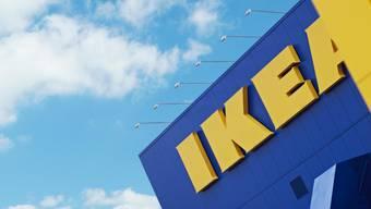 Ikea Schweiz soll wiederholt die Herkunft von Holz für seine Möbel falsch deklariert haben. (Archivbild)