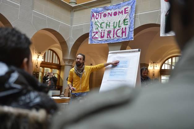 Autonome Schule überreicht Petition (18)