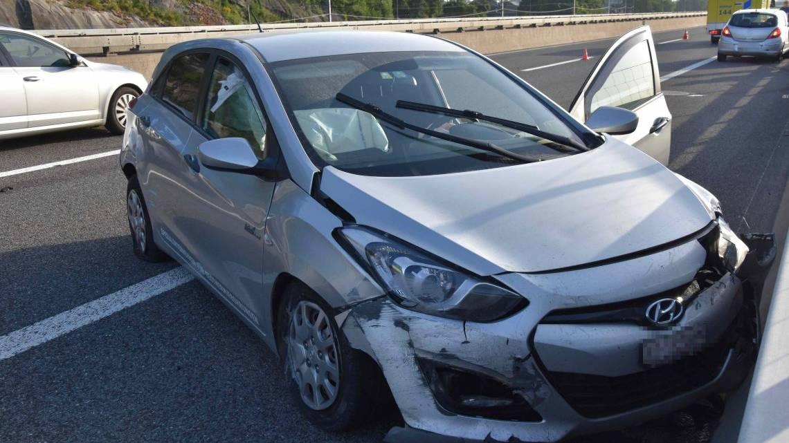 Beide Autofahrer mussten ins Spital gebracht werden.