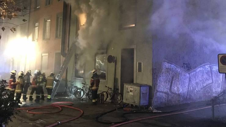 In dem Gebäude befanden sich zu diesem Zeitpunkt 19 Personen, die grösstenteils mit Hilfe der Feuerwehr aus dem Haus gebracht wurden.