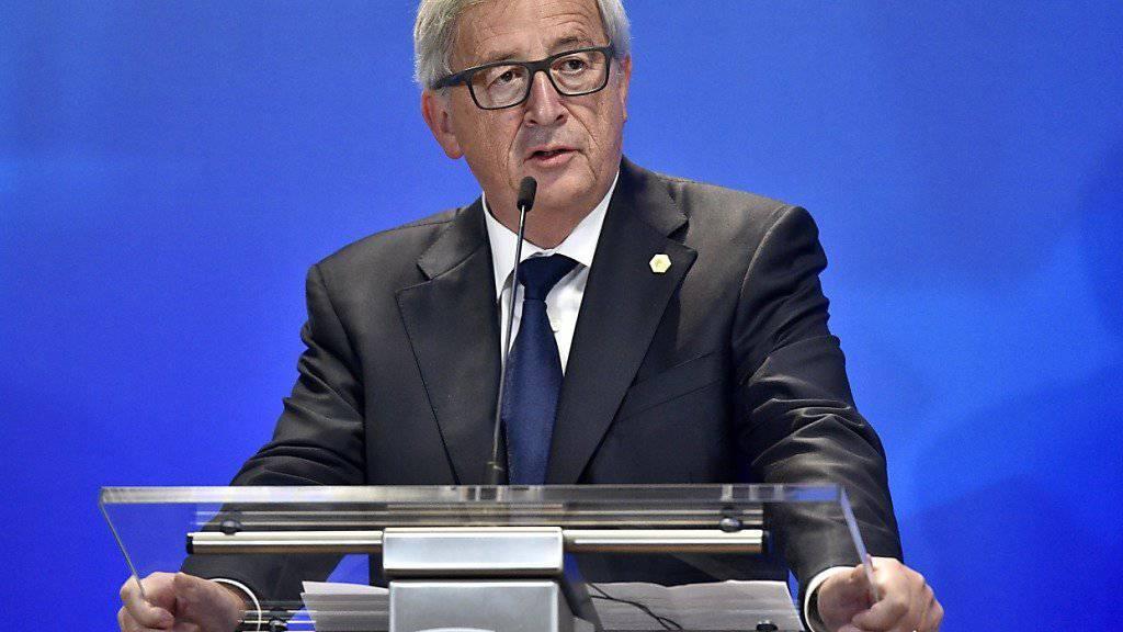 Juncker will international gleiches Gehalt für gleiche Arbeit sichern. (Archiv)