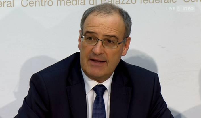 Guy Parmelin sagt vor den Medien. er möchte für alle Schweizerinnen und Schweizer da sein.