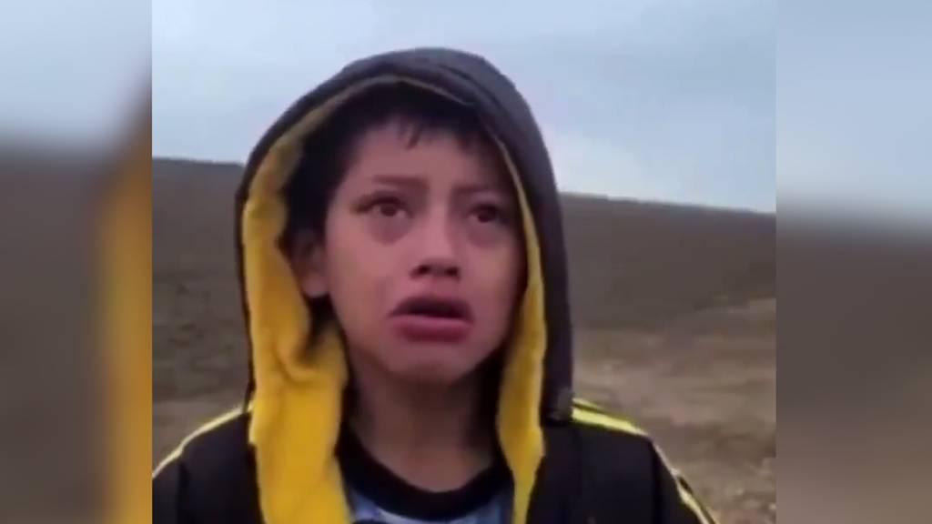 Verlassen, verängstigt und verzweifelt: Flüchtlings-Junge in Wüste von Texas ausgesetzt