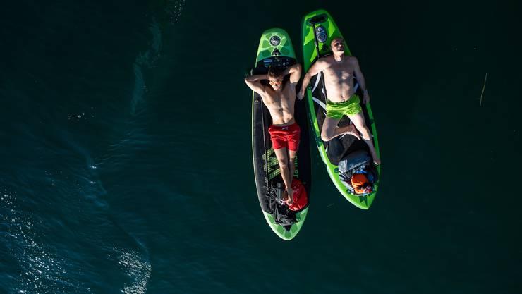 Auf dem Stand Up Paddle kann man sich auch ausruhen. Mit dabei muss aber in jedem Fall eine Schwimmhilfe sen.