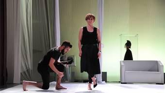 Medea (Beatrice Fleischlin) und Jason (Labinot Rexhepi) befreien sich in dieser albanisch-schweizerischen Koproduktion von den Festschreibungen des musealen Mythos.