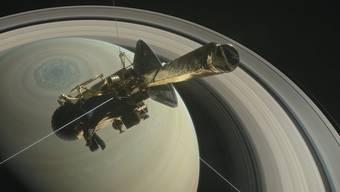 """Die Raumsonde """"Cassini"""" beobachtet den Saturn und seine Monde."""