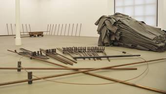Fragiles Werk: Bei der Installation «Feuerstätte» von Joseph Beuys fallen immer wieder Metallstäbe um. Das Personal im Museum für Gegenwartskunst hat allerdings eher Besucher im Verdacht.