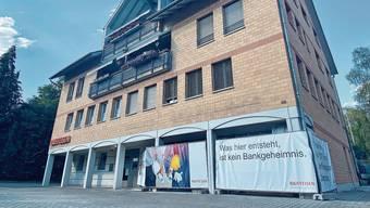 Das Erdgeschoss der Raiffeisenbank Dottikon wird sich in den kommenden fünf Monaten verändern. So lange bleibt sie zu.