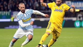 Für Juventus und Gonzalo Higuain (rechts) endete in Ferrara die Serie von zwölf Siegen in Folge