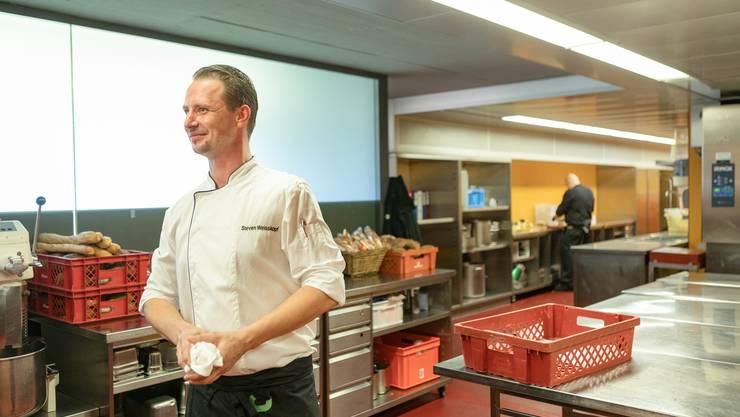 Blick in die Letzigrund-Küche: Das Spektrum reicht von der Bratwurst bis zur VIP-Verpflegung.