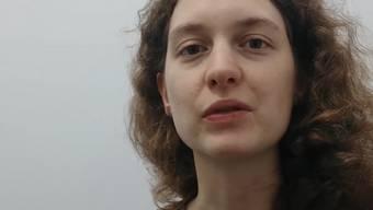 «Die Uni lässt uns jeden Tag Fieber messen»: Fabienne Blaser schildert ihren aktuellen Alltag in einem Video.