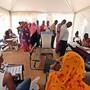 Wahlen unter höchsten Sicherheitsvorkehrungen: Wählerinnen und Wähler in einer Registrierungsstelle in Bamako.