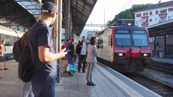 Sommerfahrplan SBB Bahnhof SBB Olten Rush Hour Rushhour Bahnhofunterführung Perron Personenzüge Zug Pendler Baustelle ÖV öffentlicher Verkehr Bahnreisende Passagiere Fahrplan Fahrplan-Info