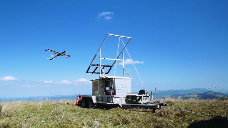 Die Firma Twingtec präsentiert ein fliegendes Windkraftwerk.