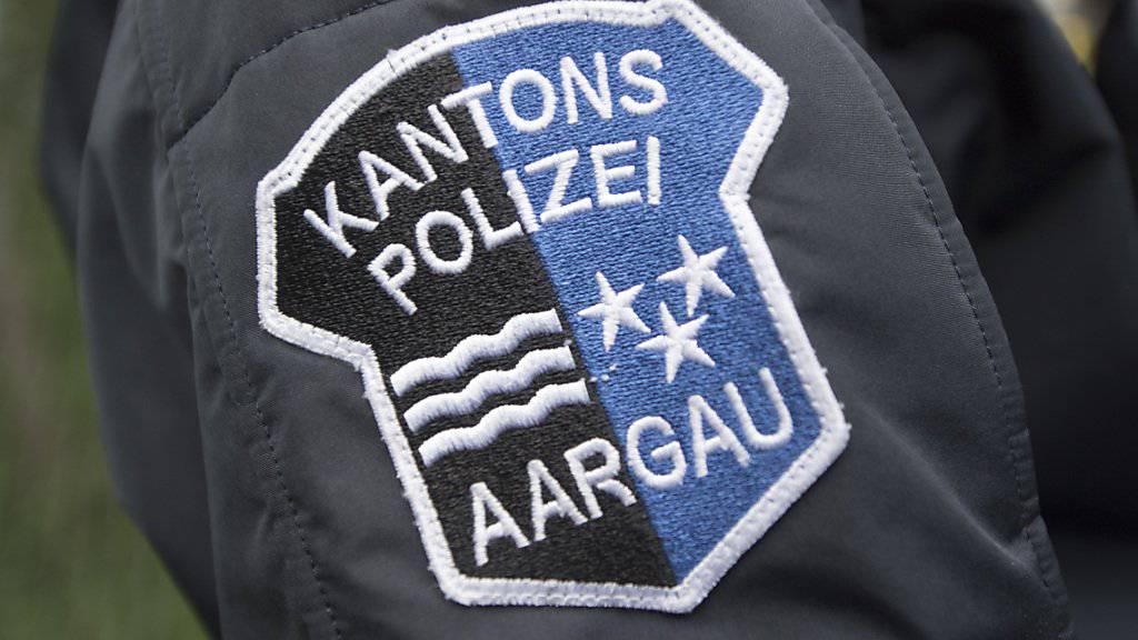 In der Nacht zum Samstag eskalierte in Oberentfelden AG ein Streit. Ein Streitbeteiligter griff zu Messern, Metallrohren und einer Dachlatte. Die Polizei nahm ihn fest.