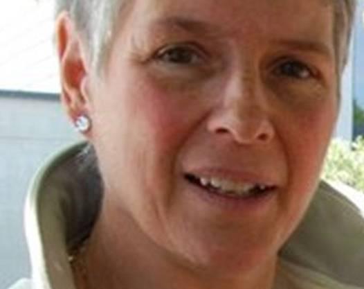 Gemeinderätin Monika Locher im Mai 2013 noch vor dem Streit um die Halle: «Hier soll die Halle einst stehen.» Erna Jonsdottir