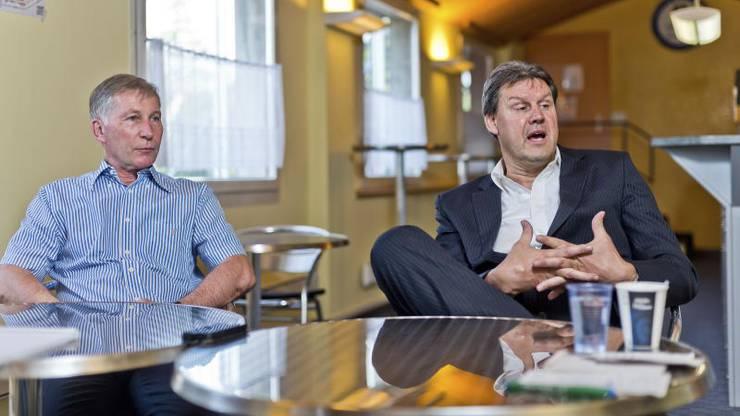 Alfred Schmid (links) und Roger Geissberger versuchten Tréand zum Bleiben zu überreden.