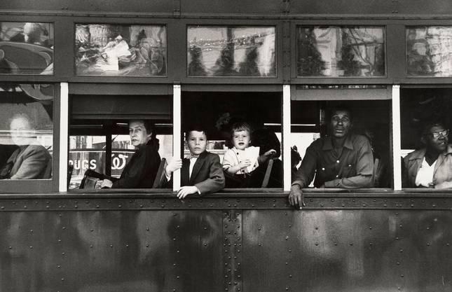 Eines der berühmten Bilder aus «The Americans»: Trolley – New Orleans, 1956.(© Robert Frank/ Fotostiftung Schweiz, Winterthur und Bundesamt für Kultur, Bern)