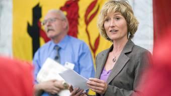 Regierungsrtäin Susanne gibt den Startschuss zum Feldschiessen in Dürrenäsch