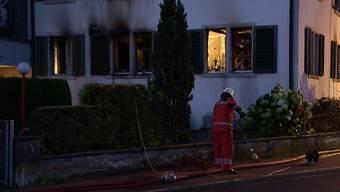 Hinwil (ZH): Feuer zerstört Wohnhaus