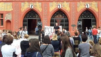 Jugendliche wehrten sich auf dem Marktplatz gegen die Abschaffung von PPP. Patrik Tschudin
