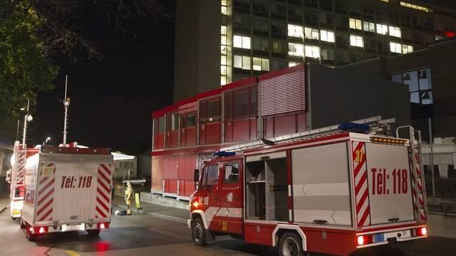 Feuerwehrautos vor dem Spital in Genf