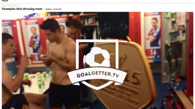 Ein Blick ins Allerheiligste des Fussballs: Die Kabine. Spieler des FC Basel feiern die Meisterschaft. Foto: Screenshot