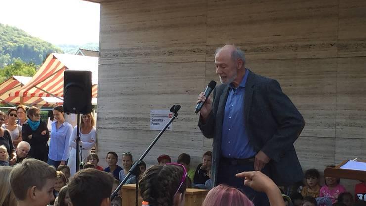 Muttenzer Gemeindepräsident Peter Vogt bei seiner Ansprache.