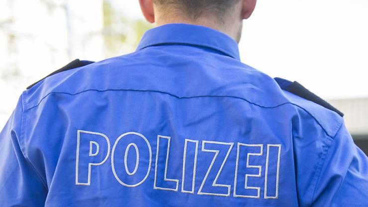Die Zuger Polizei leitete umgehend eine Fahndung nach den vier unbekannten Tätern ein. (Symbolbild)