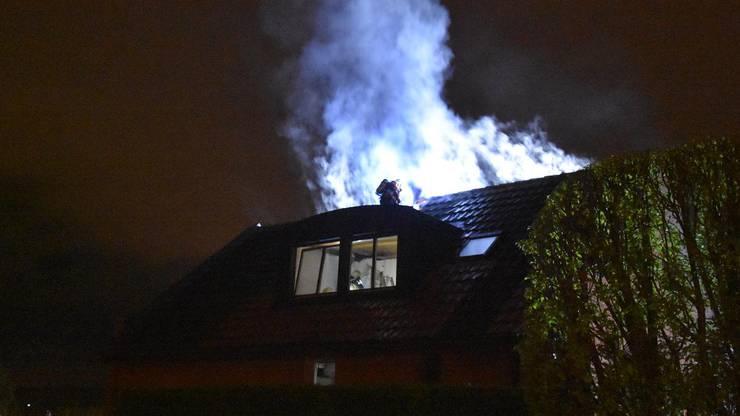 Wegen dem vielen Rauch entstand erheblicher Sachschaden.