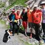 Die Chance zum Selfie mit Nik Hartmann (rote Shorts) und Hund Oshkosh lässt sich die Lehrerschaft der Sek Frenkendorf natürlich nicht entgehen.