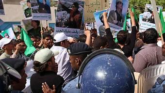 Demonstranten vor der Schweizer Botschaft in Tripolis (Archiv)