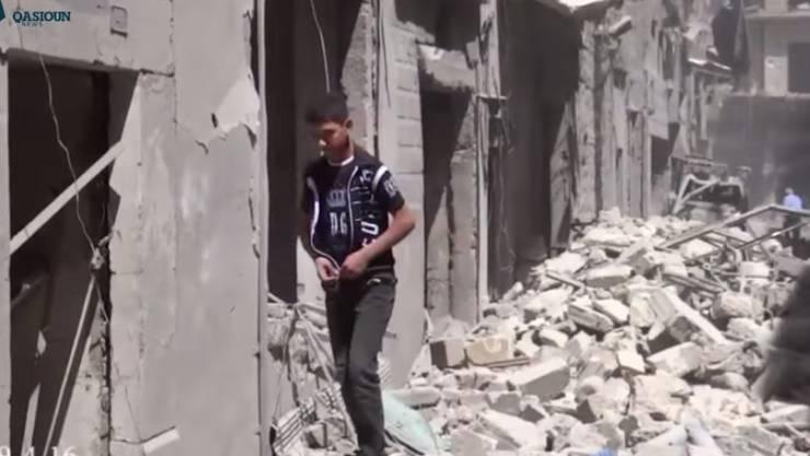 Strasse in Aleppo nach Luftschlägen der Regierung Ende April (Archiv)