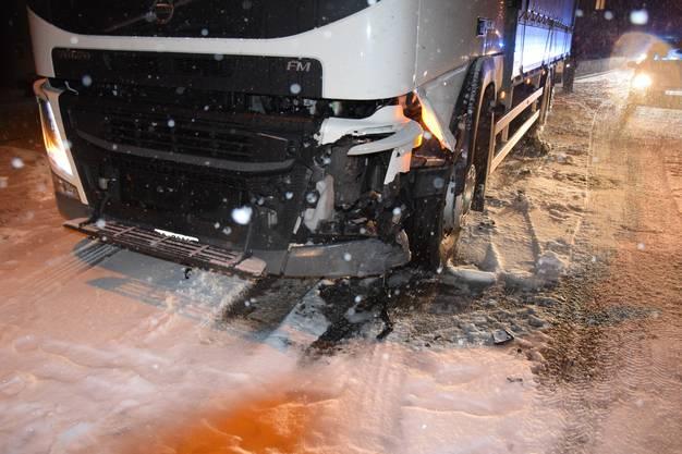 Eine Lenkerin wurde dabei leicht verletzt.