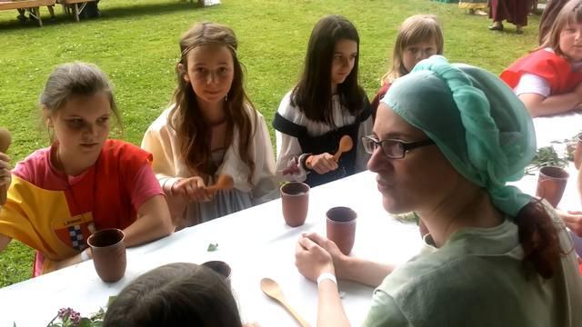 Jugendfest Birrwil: Ein Ständchen für den Grafen beim Eintauchen ins Mittelalter