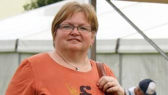 Jugendfest-Präsidentin UrsulaRapolani beim Zeltaufbau. rpa