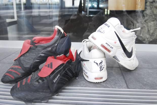 996796b0b98348 In Baden stehen die Schuhe des französichen Fussballweltmeisters Zinedine  Zidane