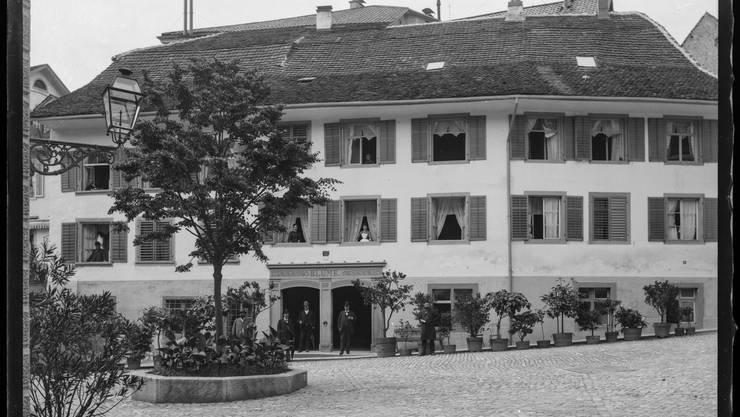 Das im Jahr 1421 erstmals erwähnte Atrium Hotel Blume ist das älteste Hotel im Bäderquartier, das nach wie vor in Betrieb ist. Seit Januar 2017 steht es als erstes und bisher einziges Aargauer Hotel auf der Liste der ‹Swiss Historic Hotel›.