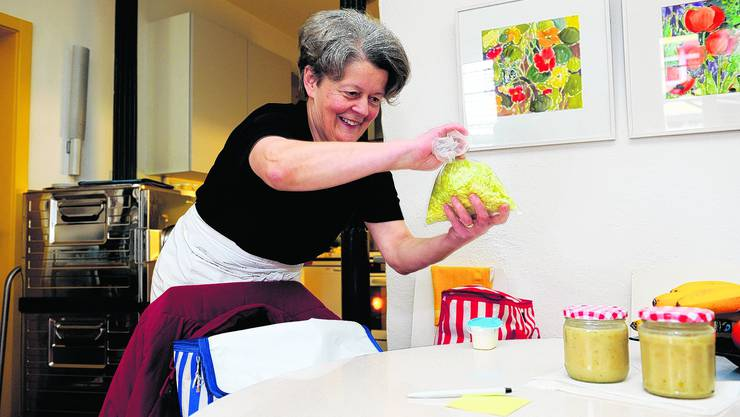 Essen wie bei Grossmuttern: Dorli Riglings bietet an ihrem Mittagstisch Hausmannskost und das auch für Kunden, die nicht mehr mobil sind. Diese erhalten ihr Essen ins Haus geliefert. (Bild: Oliver Menge)