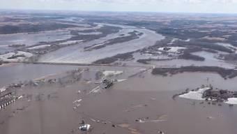 Überschwemmungen in verschiedenen US-Bundesstaaten fordern mindestens drei Menschenleben. Hunderte Personen mussten evakuiert werden.