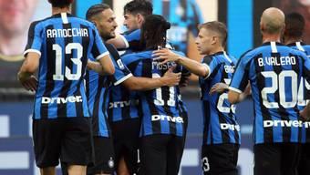 Sechs Mal konnten die Inter-Spieler gegen Brescia jubeln: hier nach dem 4:0 von Roberto Gagliardini