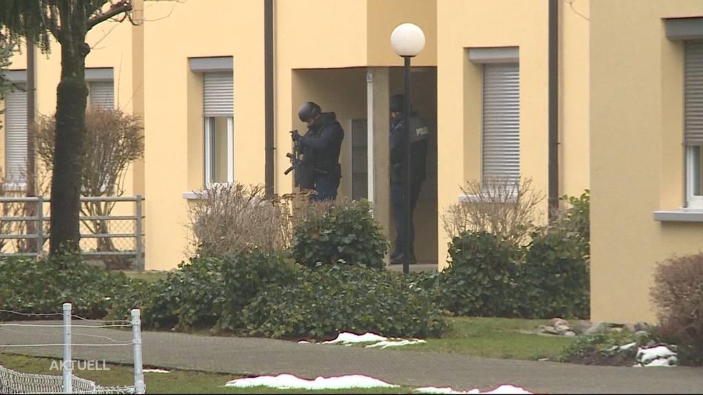 Anklage: Mann bedrohte Ehefrau mit Waffe und verschanzte sich in Wohnung
