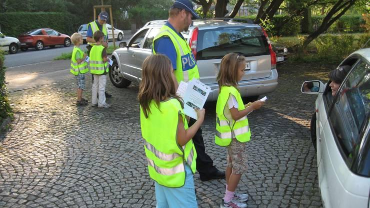 Vor der Wegfahrt aus der Kontrollstelle ein «Bhaltis» aus Kinderhand.