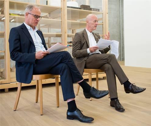 Jacques Herzog (rechts) und Pierre de Meuron stellen ihr Kabinett vor.