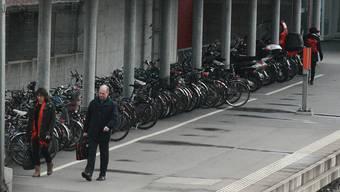 Die Velostation am Bahnhof Aarau. (Archiv)