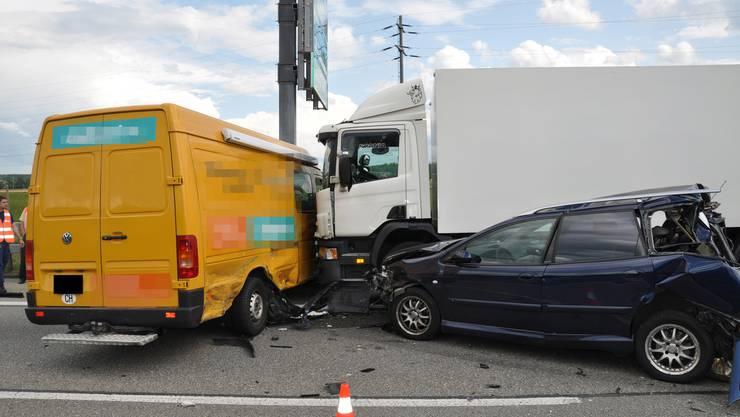 Gleich drei Fahrzeuge waren in die Kollision verwickelt