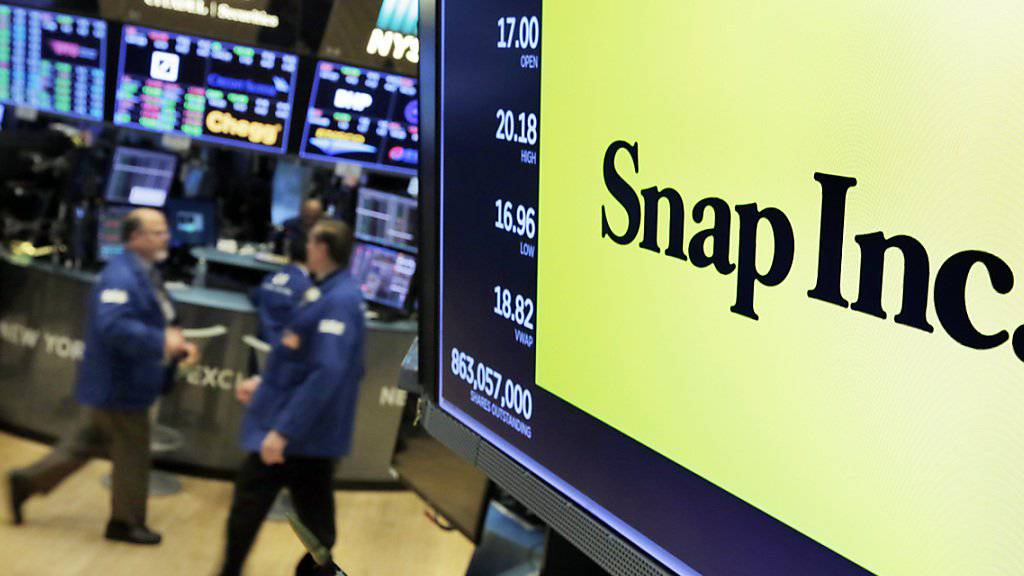Nach Problemen und Kritik rund um ein Update bei Snapchat schmierte die Akte der Betreiberfirma Snap ab. (Archivbild)