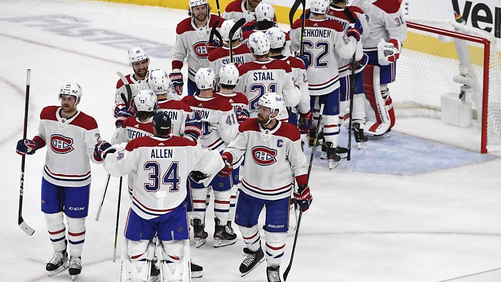 Die Spieler der Canadiens bedanken sich bei Goalie Carey Price für die starke Leistung