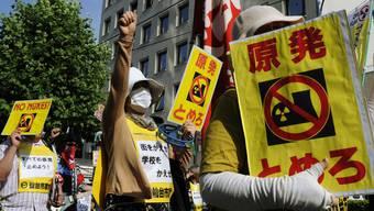 Japaner protestieren in Fukushima gegen Atomkraftwerke