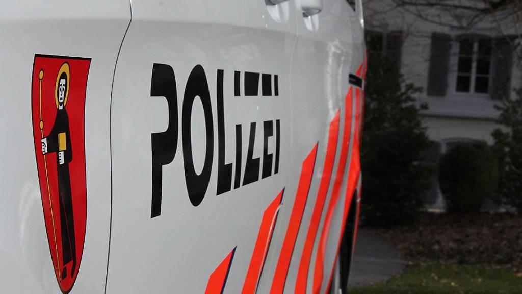 Die Glarner Polizei geht bei der Gewalttat von einem Beziehungsdelikt aus.